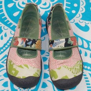 Keen 8.5 Swirl Mary Janes Green Pink Floral Cute